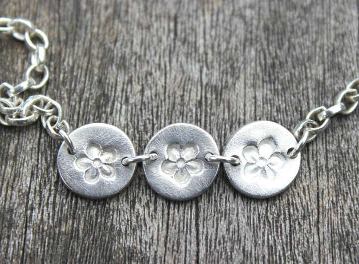 Daisy chain bracelet by little silver hedgehog.JPG