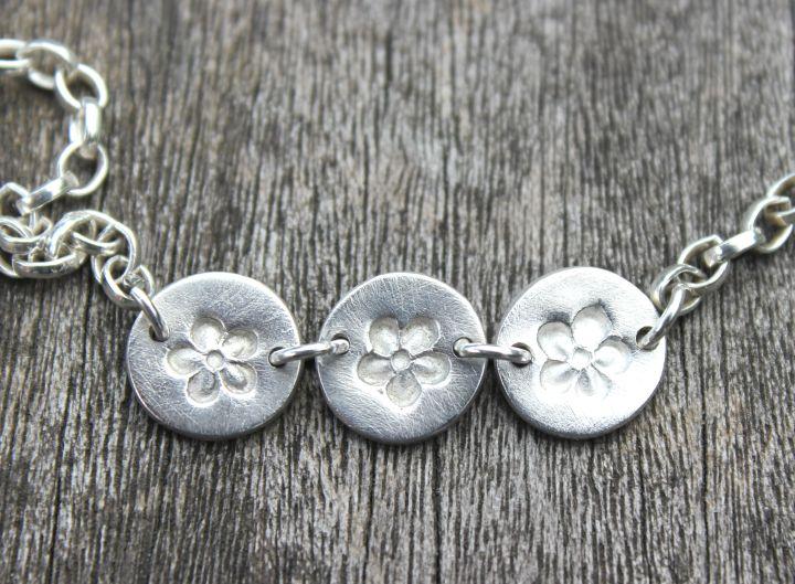 Daisy chain bracelet by little silver hedgehog.JPG