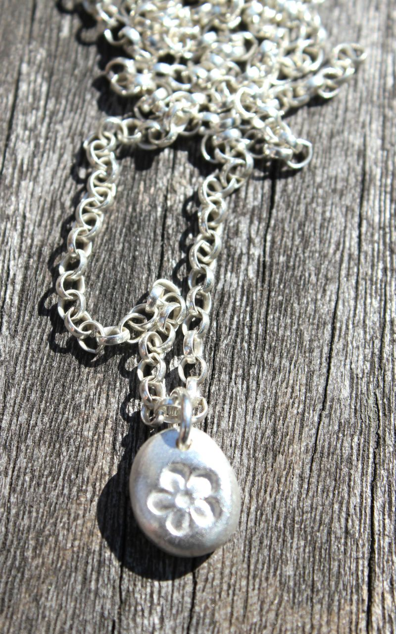 Silver flower pebble pendant